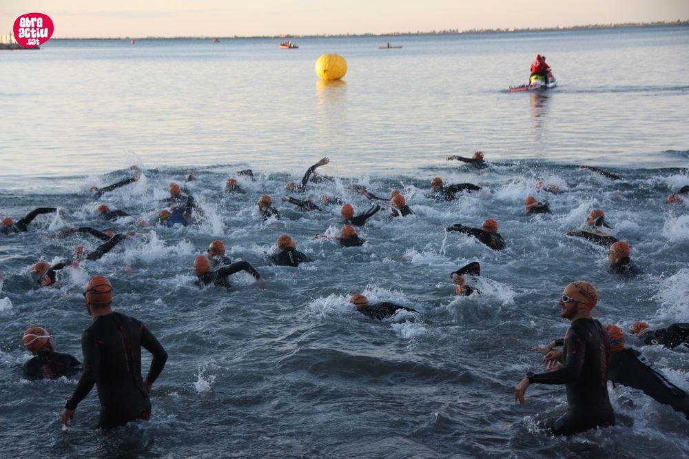 IronCat L'Ampolla (1/3): natació i 1a transició